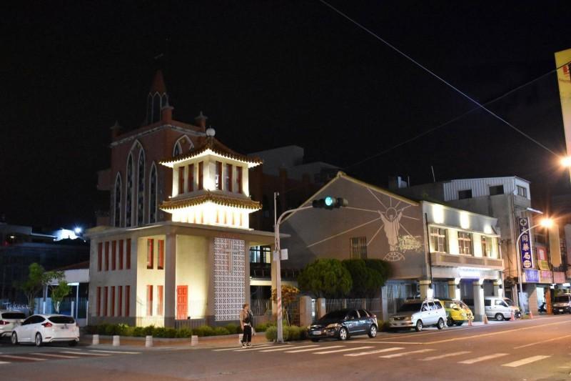 臺南歷史街區老屋立面整修 麻豆天主堂鐘樓夜景點亮街道 - 生活 - 自由時報電子報