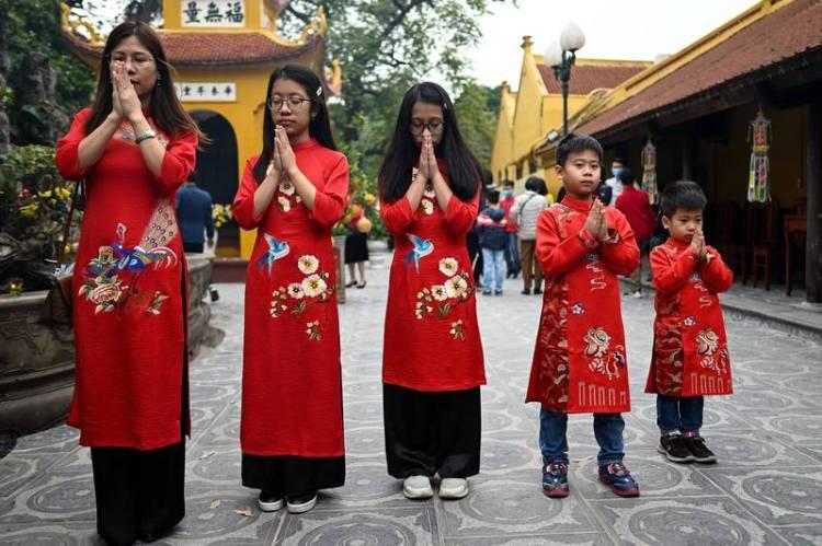 越南也過農曆新年,圖為胡志明市居民12日喜迎新年。(法新社)