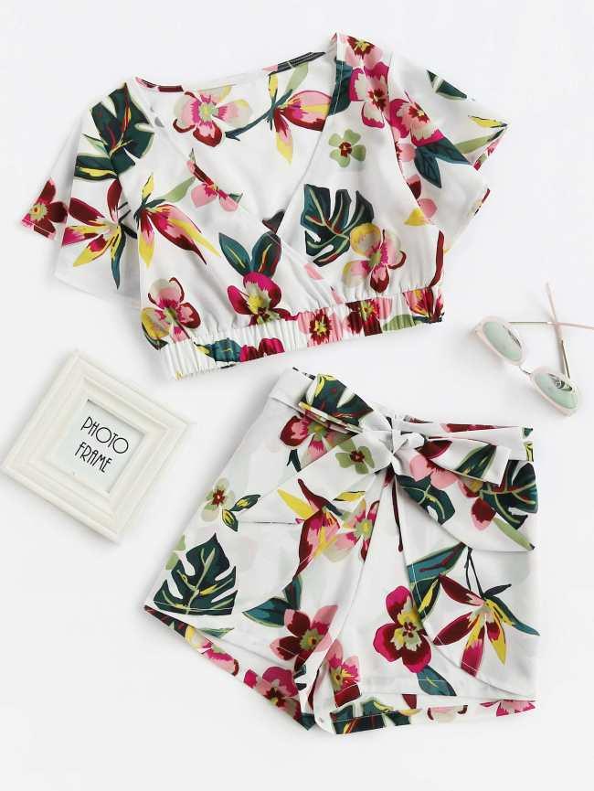 SheIn Random Jungle Print Surplice Crop Top With Shorts