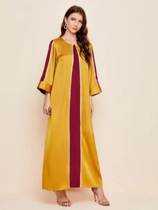 Robe bicolore en satin avec manches cloche