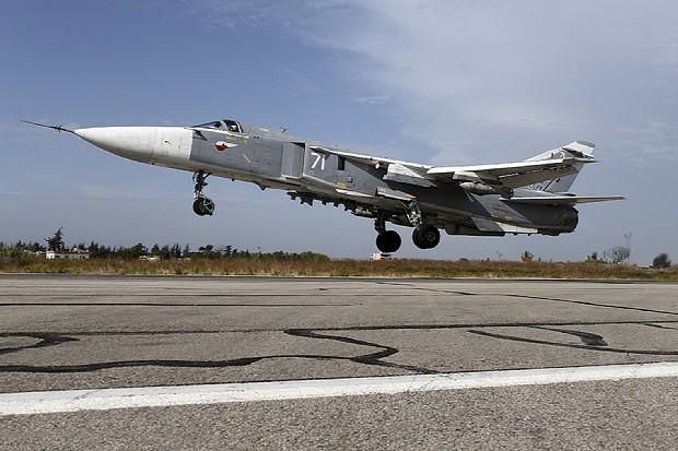 撃墜された同型のスホイ24戦闘爆撃機=ロシア国防相提供、ロイター