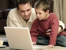 ילד ומחשב (צילום: istockphoto)