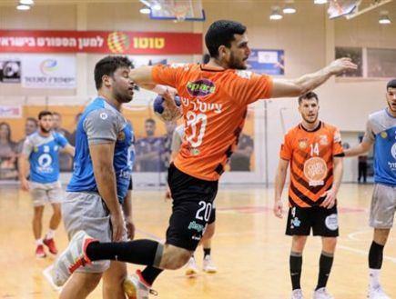 Zeitler in tonight's meeting against Dimona (Photo: Hadar Van Kula, Handball Association) (Photo: Sport 5)