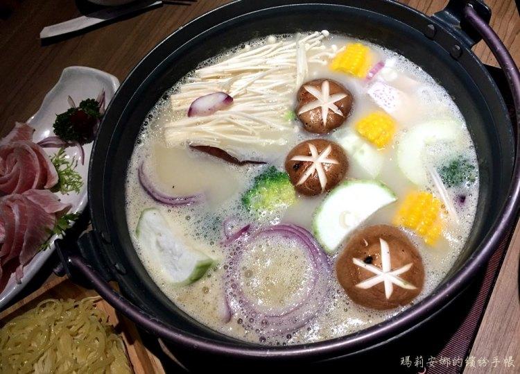 台中西區美食|青森鍋物-精緻新鮮的肉品、海味,搭配慢火熬煮的雞湯鍋底