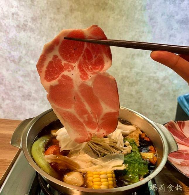 台中西區美食,老式吃鍋,勤美商圈,十全藥膳湯頭,好吃到不行的豬五花