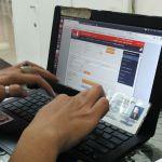 mengisi formulir aplikasi Home Credit Indonesia