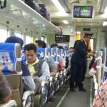 kondektur memeriksa tiket di KA Mataram Premium