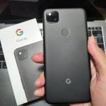 menggenggam Google Pixel 4a