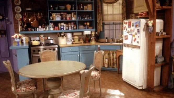 The Small But Strange Detail You Probably Never Noticed About Monica S Apartment In Friends