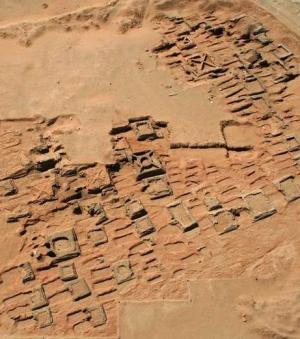 35 petites pyramides retrouvées sur une nécropole au Soudan