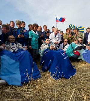 Les trois spationautes ont effectué leur grand retour sur Terre le 27 avril, plus de cinq mois après être partis (Crédits : NASA/Carla Cioffi)