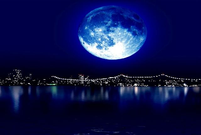 Risultati immagini per notte con luna