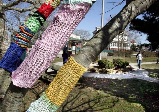 Guerilla knitter