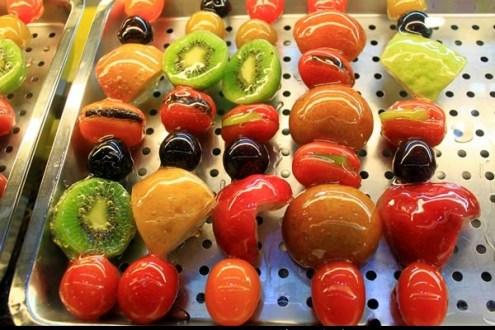 台中》逢甲夜市美食 牛B葫蘆王, 用甜滋滋糖漿封住新鮮水果!