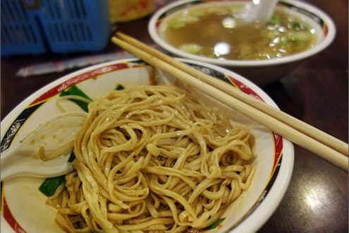 台北》忠孝新生站小吃美食推薦:濟南路便宜好吃的台南意麵