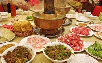 台北》捷運站附近好友聚餐推薦:唐宮蒙古烤肉&酸菜白肉鍋吃到飽