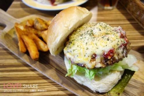 桃園》中壢Rebel美式漢堡:第一次吃到什麼口味都賣的各式各樣異國漢堡