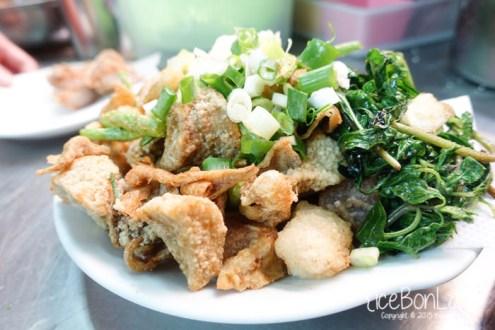 高雄》堪稱全台最好吃鹹酥雞 黃金雙打 : 新鮮蔥蒜加特製胡椒粉
