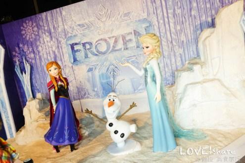 台北》冰雪奇緣冰紛特展 感受零下8度Elsa冰雪世界 冰塊溜滑梯超好玩
