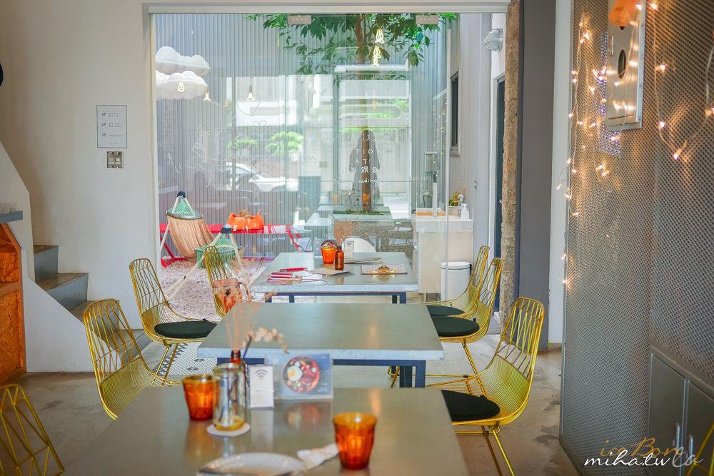 CMYK GALLERY,畫廊咖啡廳,台中咖啡廳,台中自由行,台中景點,台中畫畫咖啡廳