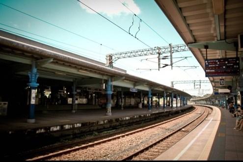 [火車環島] 八堵車站,看火車過彎最完美的弧形月台