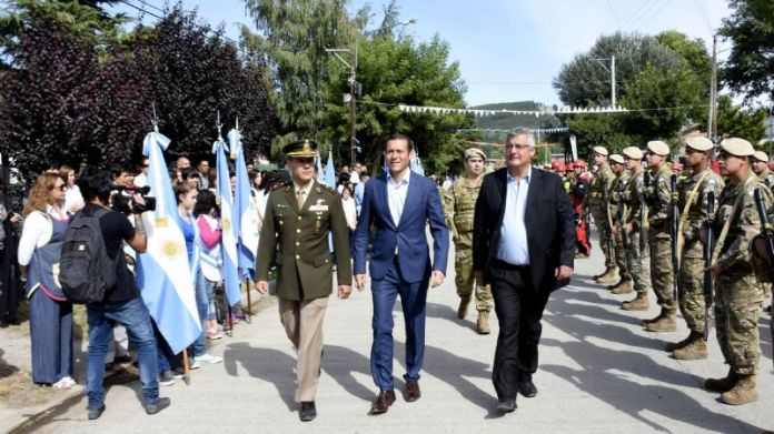 El gobernador Omar Gutierréz presidió los festejos por el 137º aniversario de Junín de los Andes, Periódico San Juan