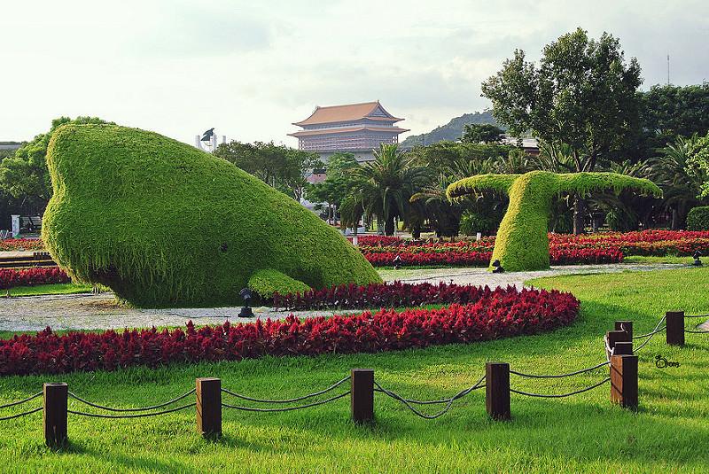 捷運圓山站景點   花博新生園區 雖然不是兒時記憶中的新生公園 但現在的新生園區卻變得更漂亮了 !!!