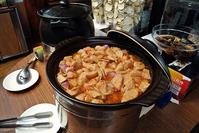 台中新社美食 菇神景觀複合式餐廳 菇神餐廳擅長養生菇類料理 與菇農合作 每天鮮採立即送到店內料理