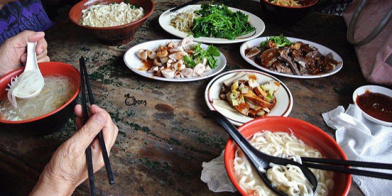 新北瑞芳美食 | 阿蝦古早味麵店 猴硐貓村 邊吃麵 邊逗貓 真有趣