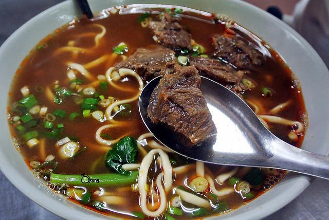 台中南區美食 | 老羅牛肉麵 老火羅小火鍋 堅守近五十年的傳統口味 最大碗的平價美食
