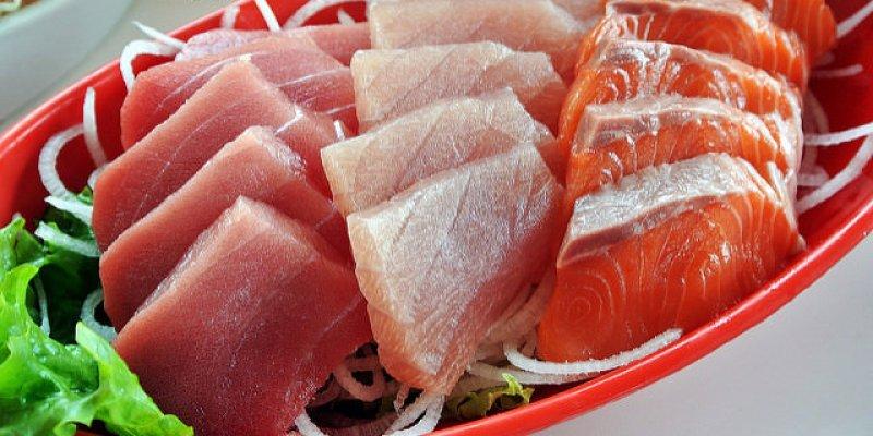 桃園大園美食 賜福船長的店 竹圍漁港推薦 無菜單料理 免費停車場