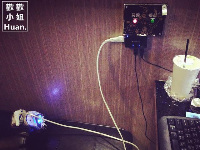 捷運府中站網咖 i網棧 愛網棧 微客棧 臺北板橋網咖住宿 私密包廂 坐躺沙發 睡覺洗澡 吹風機 - Wani,瓦妮又在吃