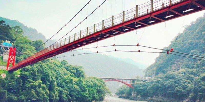 新北烏來景點 | 烏來吊橋 烏來觀光大橋間橫跨南勢溪的景觀人行吊橋