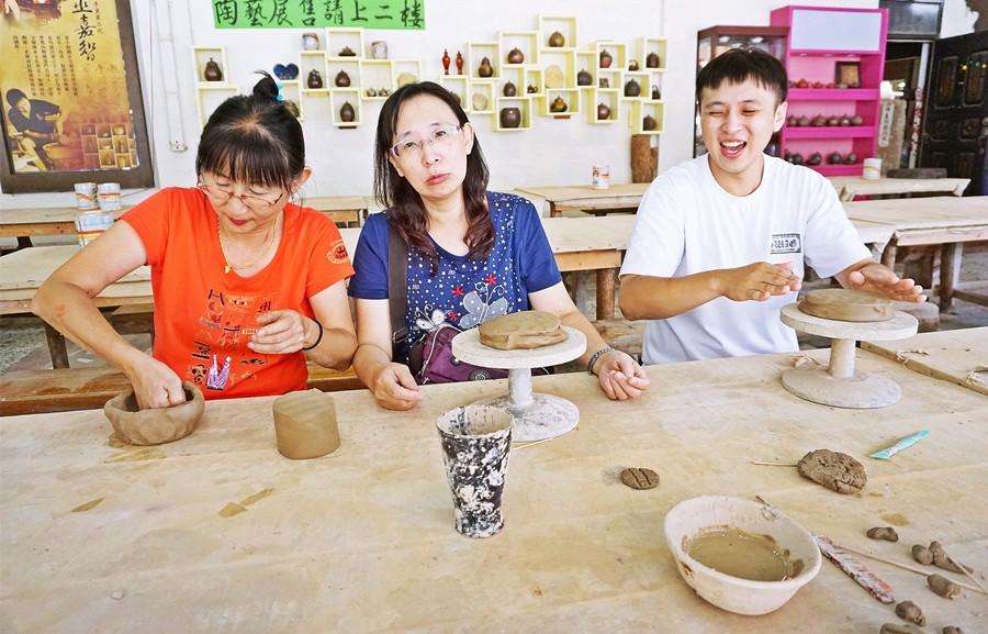 南投魚池景點   日月潭親手窯 親手體驗陶土之樂 親子遊玩好地方 木雕陶藝免費參觀 團體合菜