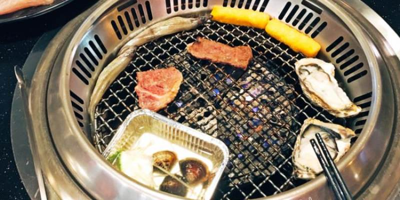 台中西區美食 日月燒烤 399韓國生蠔吃到飽 699還有鮑魚 天使紅蝦 無限吃 美村路一段餐廳 聚餐聚會好選擇