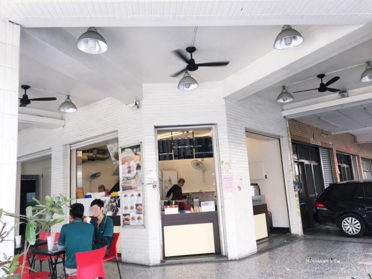 台中南屯美食 A-BAO House 台中大英店 從凌晨宵夜四點半一路賣到早午餐 多穀飲超有嚼勁 輕食 蔬食