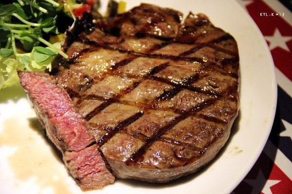 捷運新埔站美食 Worthy 活西美式餐飲 板橋碳烤牛排 美式漢堡 射飛鏢 聚餐聚會