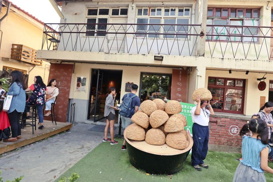 台中西區美食 旅禾 泡芙之家 審計新村 可愛IG打卡 巨型泡芙安全帽 麵包店 蛋糕甜點 餐盒 彌月 手工餅乾