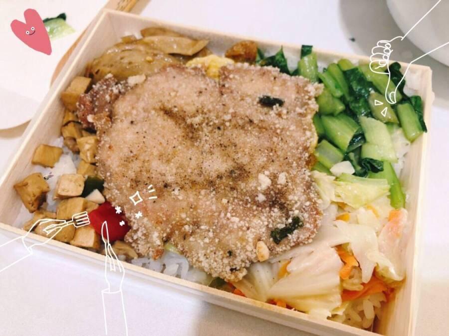台中南屯美食 國昌普洱茶旁的池上飯包 好低調的便當店 最便宜只要60元 免費熱湯