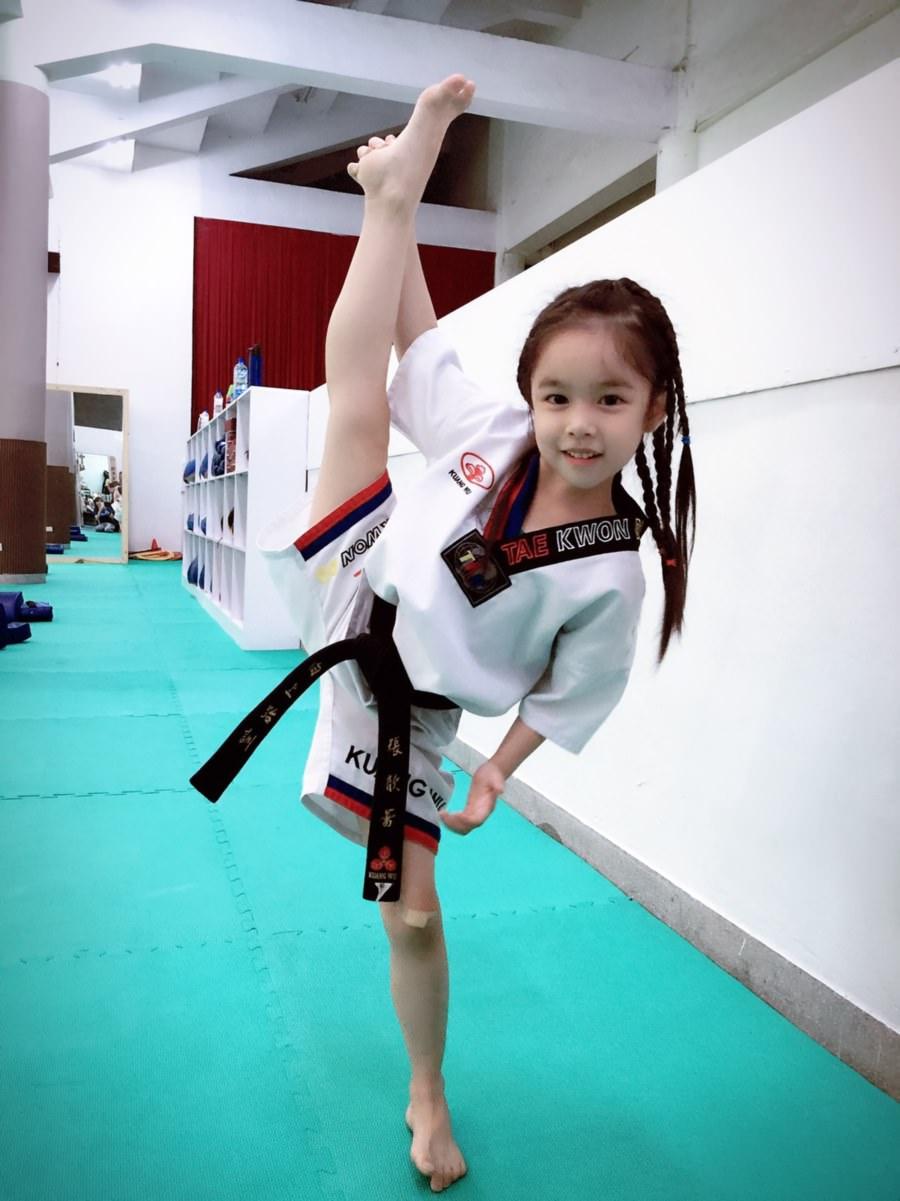 台中兒童跆拳道館推薦 向上跆拳道館 讓孩童快樂學習為目的 啟蒙孩子們認識跆拳道 張家榮總教練 歡迎免費試上一堂課