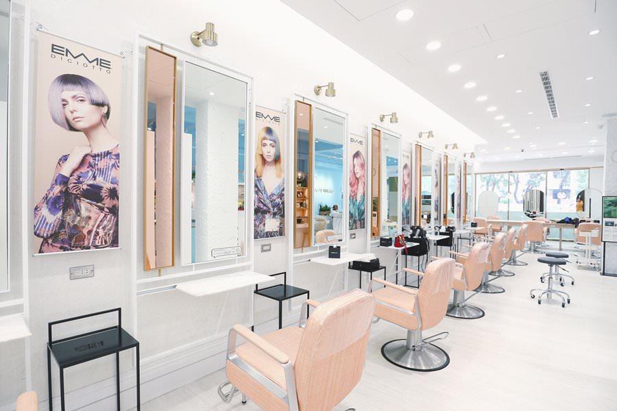 台中美髮推薦 Happy Hair 漢口店 最愛Nica設計師 ♥ 絕美髮廊以為來到咖啡廳 人人都能當網美 超自然又夢幻的深紫紅色染髮