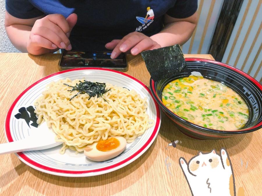 台中西區美食 屯京拉麵 勤美誠品B1美食街 大碗中碗均一價!大碗吃到爽不加價!