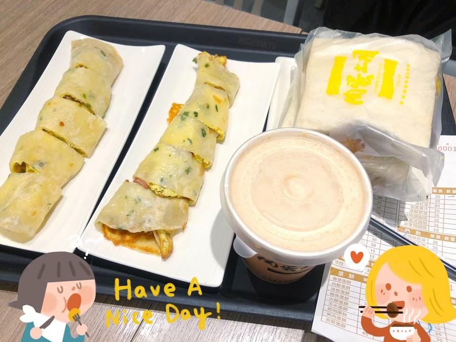 台中北區美食【肉蛋土司】超必吃在地排隊早餐店!搬家後依然人潮一堆!凌晨4點半就開門!