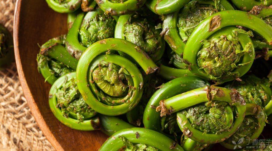 蕨菜致癌嗎?野菜吃不對確實有害