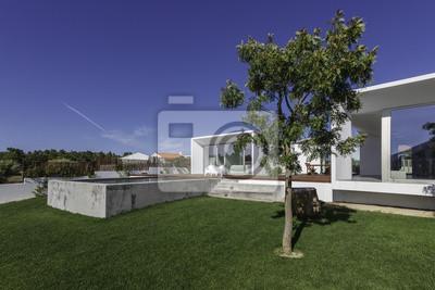 Image Maison Moderne Avec Piscine Dans Le Jardin Et Terrasse En Bois