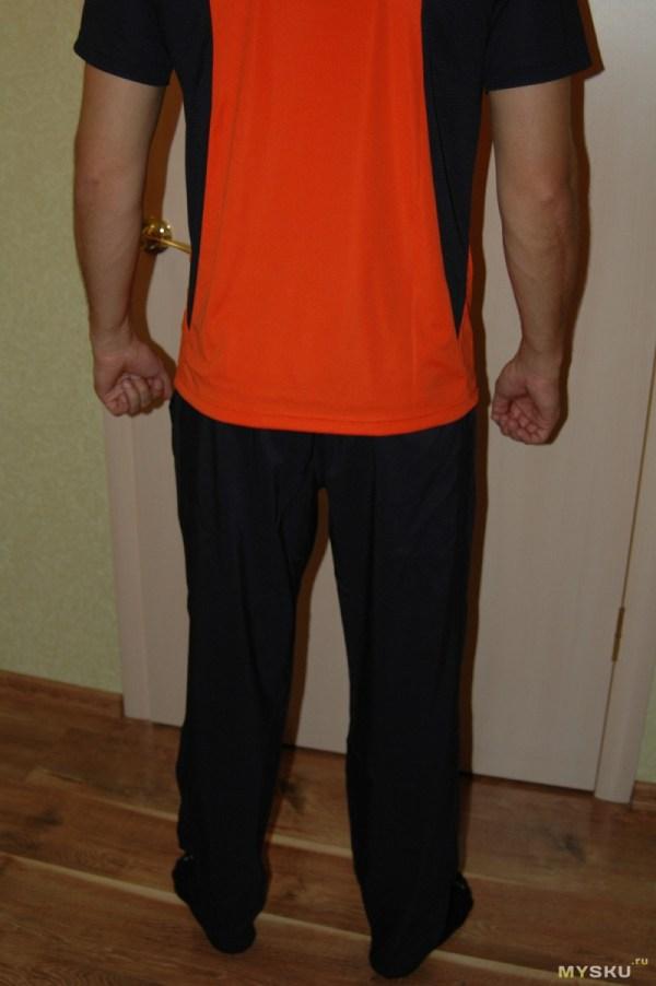 Легкие спортивные штаны от Reebok