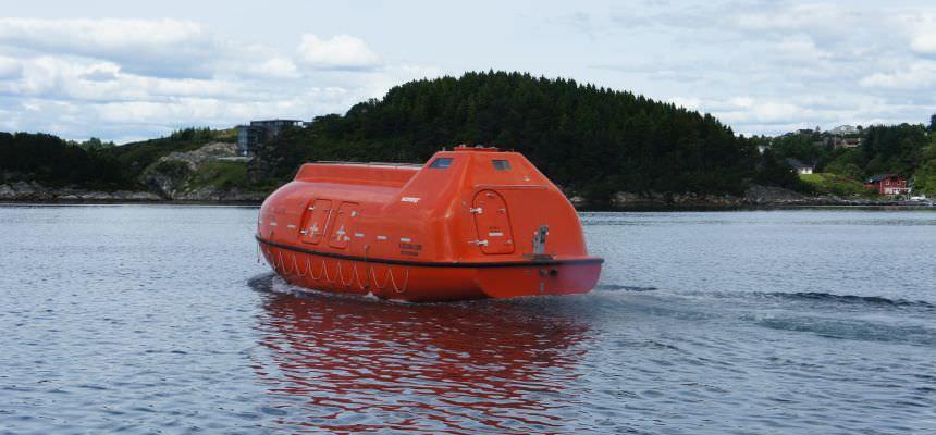 Risultati immagini per grande scialuppa di salvataggio