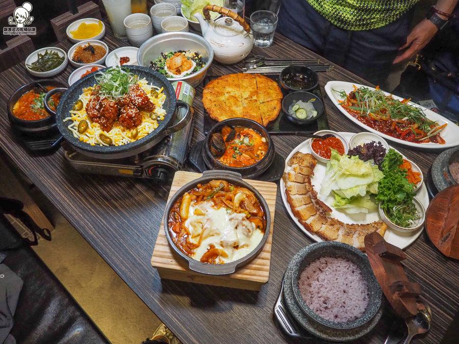 高雄韓式料理:聚餐推薦家樂福之玉豆腐 韓式家庭料理,五款精緻小菜免費續加、套餐飲料半價 x 愛河店家樂福二樓