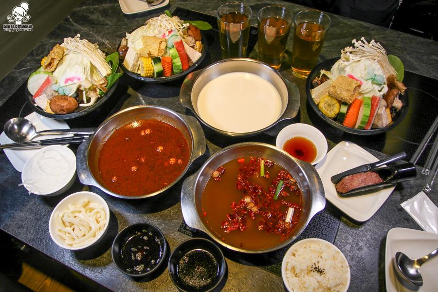 高雄聚餐、逛街吃鍋就到九勺涮涮鍋火鍋,多樣湯底、大肉盤、超薄千層豆腐紙 x 新光三越高雄左營店