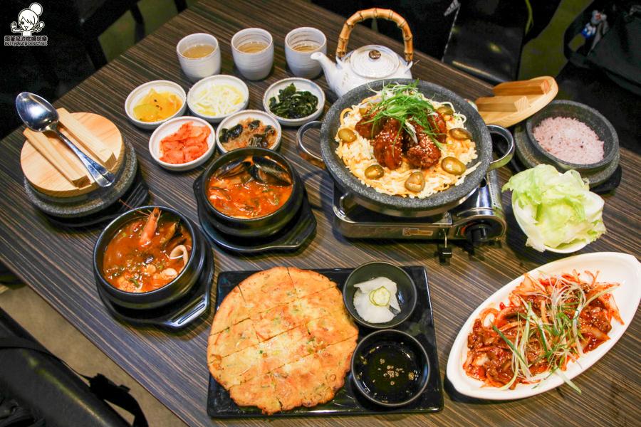 高雄韓式料理推薦 新開幕,首發,平價韓式料理之五樣韓式小菜吃到飽|家樂福光華店玉豆腐-韓國家庭料理